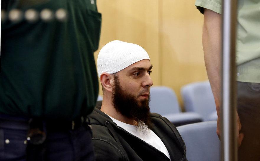 Teroristul turc Adem Yilmaz în timpul procesului său într-un tribunal din Dusseldorf, Germania, 22 aprilie 2009