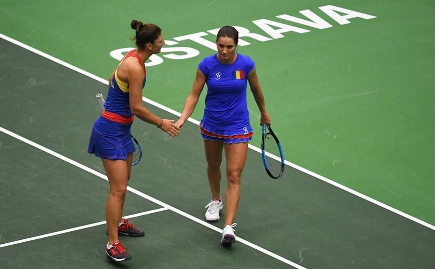 Jucătoarele române de tenis Irina begu şi Monica Niculescu.