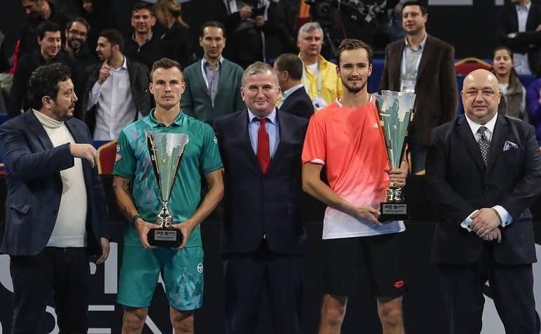 Tenismanul rus Daniil Medvedev şi ungurul  Marton Fucsovics.