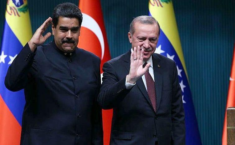 Dictatorul venezuelean Nicolas Maduro (st) şi omologul său turc Recep Tayyip Erdogan