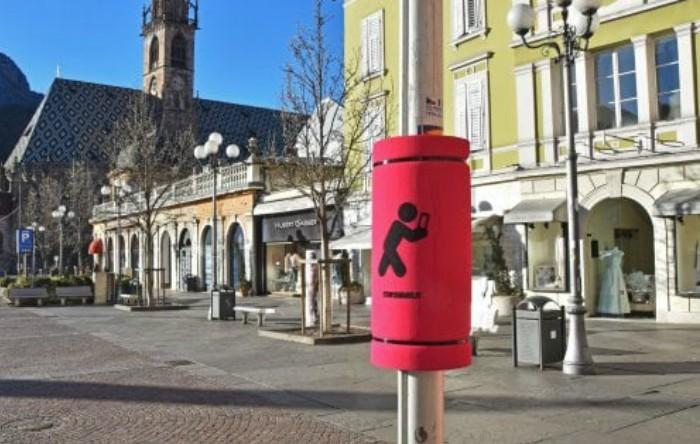 """""""Airbag"""" aplicat pe un stâlp de lumină în Bolzano, Italia"""