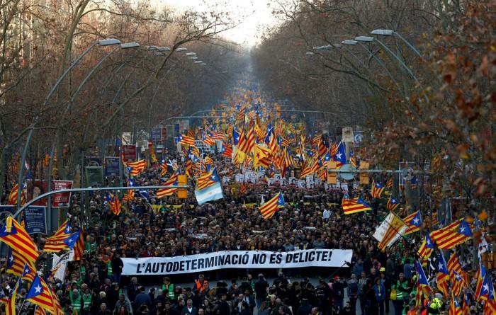 200.000 de manifestanţi protestează împotriva proceselor liderilor din Catalonia. Barcelona, 16 februarie 2019