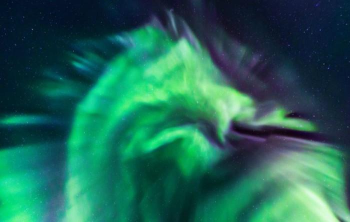 Aurora în formă de dragon apărută pe cerul Islandei, februarie 2019
