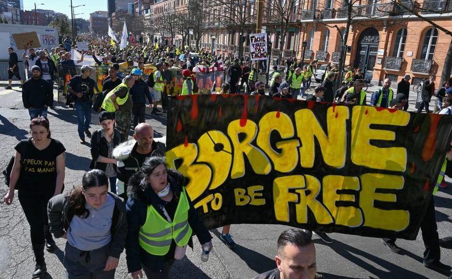 """Protest al manifestanţilor """"vestele galbene"""" în Toulouse, Franţa, 23 februarie 2019"""