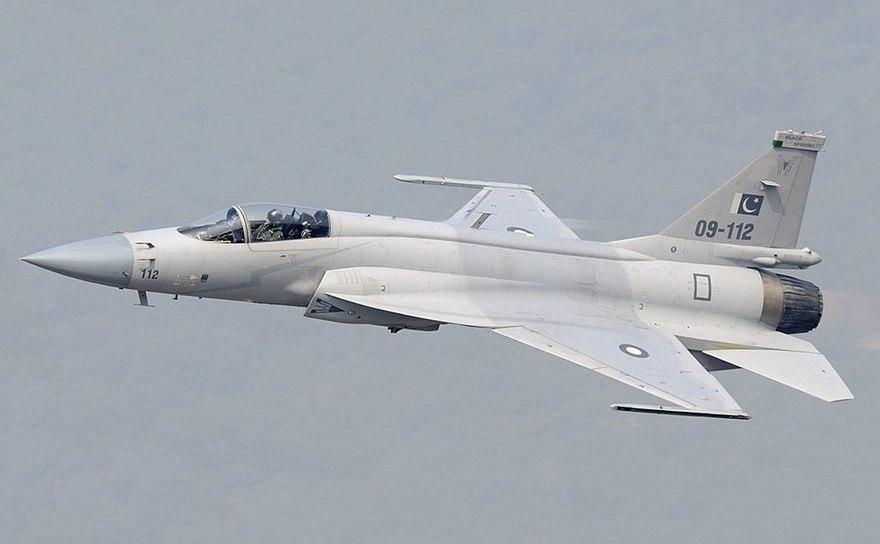 Avion de luptă JF-17 al forţei aeriene pakistaneze