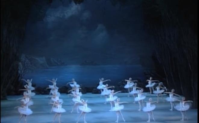 """Baletul """"Lacul Lebedelor"""" deCeaikovski."""