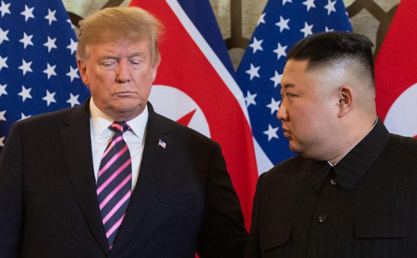 Preşedintele american Donald Trump (st) şi dictatorul nord-coreean Kim Jong-un înaintea unei întâlniri la hotelul Sofitel Legend Metropole din Hanoi,  Vietnam, 27 februaie 2019