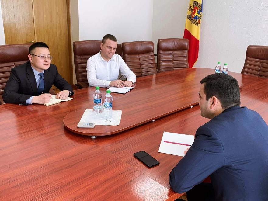 Întrevedere, ministrul Economiei şi Infrastructurii RM şi reprezentanţii Huawei