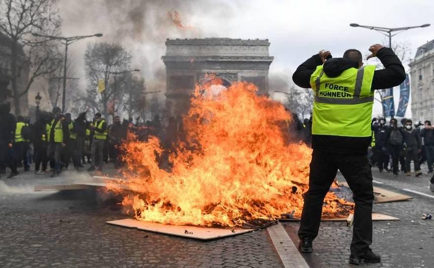 """Protest violent al manifestanţilor """"vestele galbene"""" în Paris, Franţa, 16 martie 2019"""