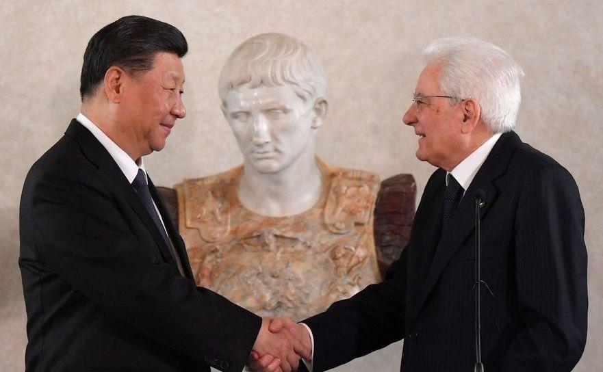Preşedintele italian Sergio Mattarella (dr) şi omologul său chinez Xi Jinping