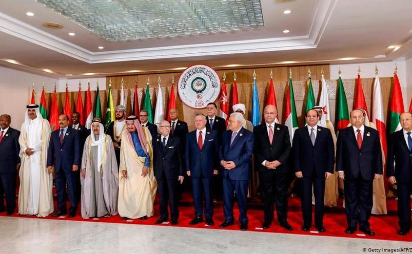Poză de grup a liderilor arabi prezenţi la summitul Ligii Arabe desfăşurat în 31 martie 2019 în capitala Tunisiei