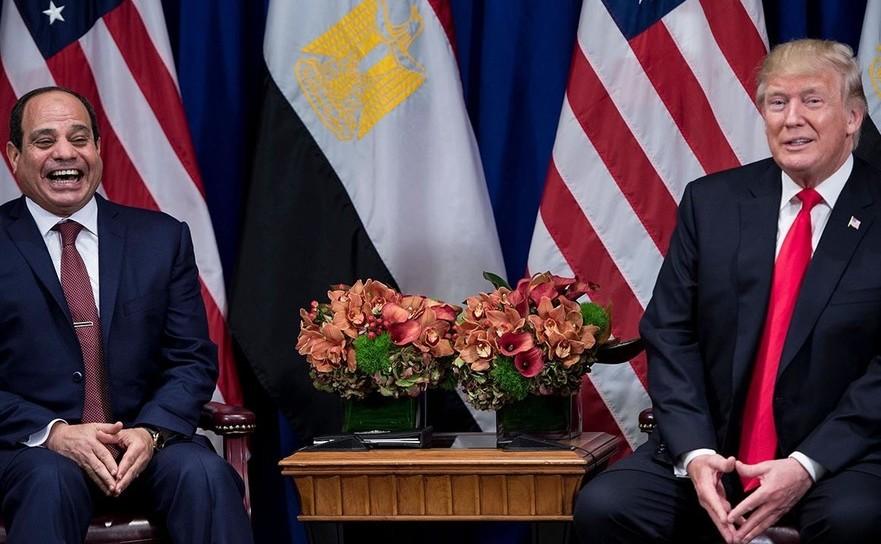 Preşedintele american Donald Trump (dr) şi omologul său egiptean Abdel Fattah el-Sisi