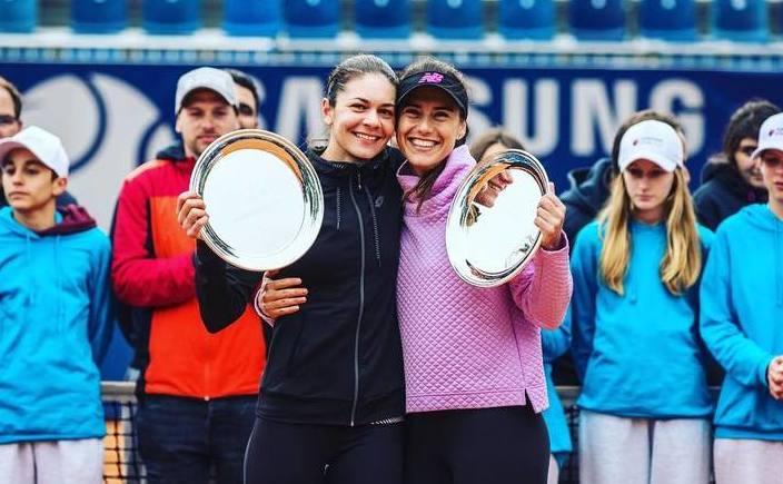 Perechea alcătuită din jucătoarele române de tenis Sorana Cîrstea şi  Andreea Mitu.