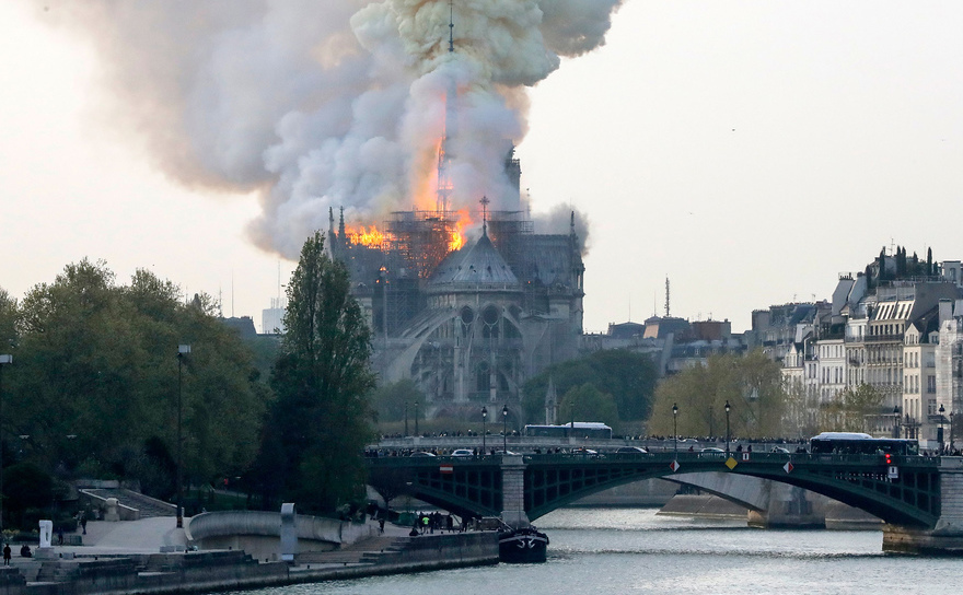 Catedrala Notre-Dame din Paris cuprinsă de un incediu major, 15 aprilie 2019