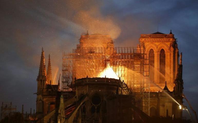 Catedrala Notre-Dame din Paris cuprinsă de flăcări, 15 aprilie 2019