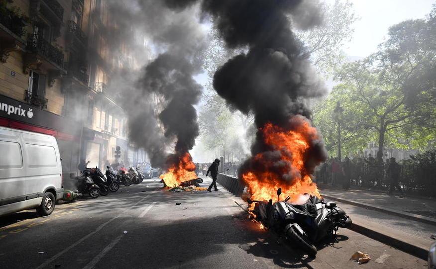 """Protest violent al manifestanţilor """"vestelor galbene"""" în Paris, 20 aprilie 2019"""