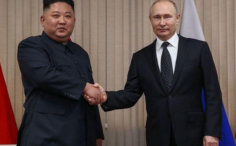 Preşedintele rus Vladimir Putin (dr) şi liderul nord-coreean Kim Jong-un se întâlnesc în Vladivostok, Rusia, 25 aprilie 2019