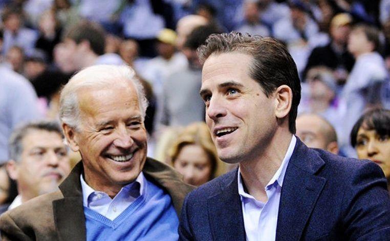 Joe Biden (st) şi fiul său, Hunter Biden