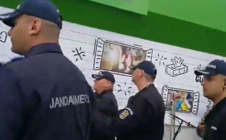 Protestatari ridicaţi de jandarmi la Topoloveni