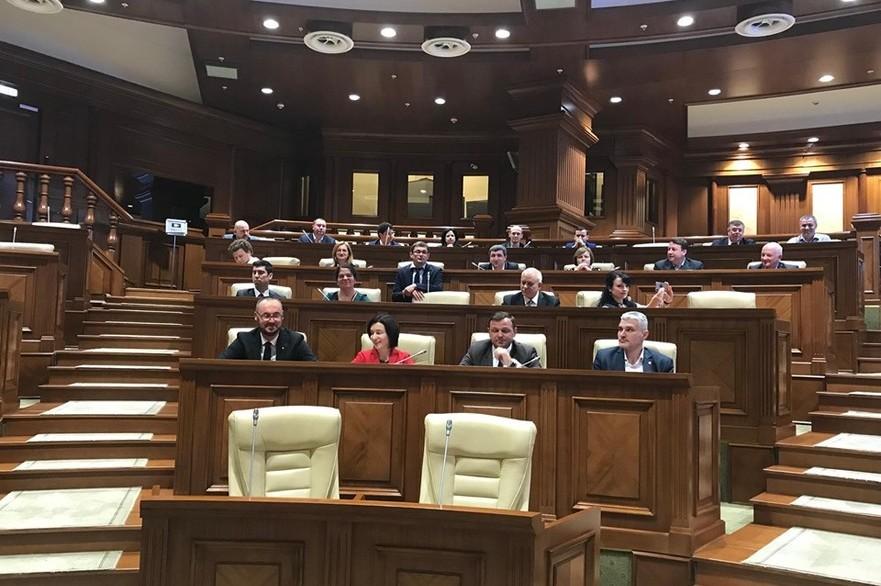 Deputaţii Blocului ACUM prezenţi la şedinţa Parlamentului R. Moldova din 21.05.2019