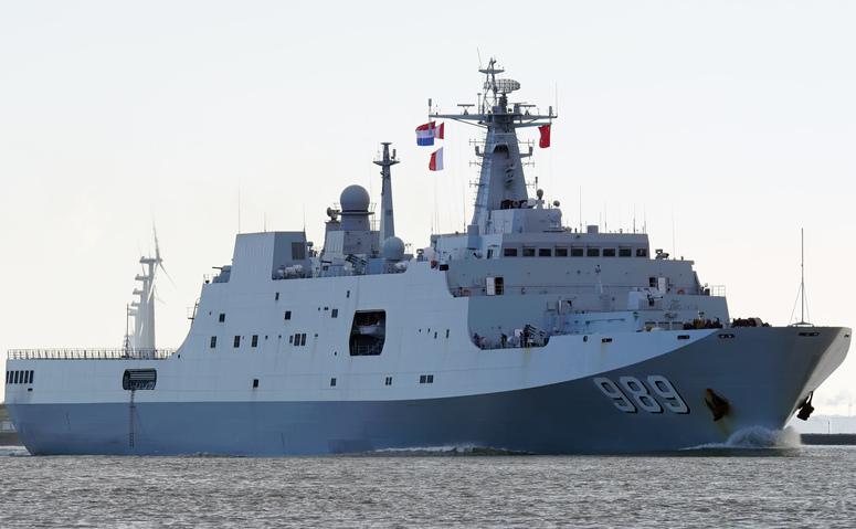 Navă de transport Type 071 a Marinei chineze