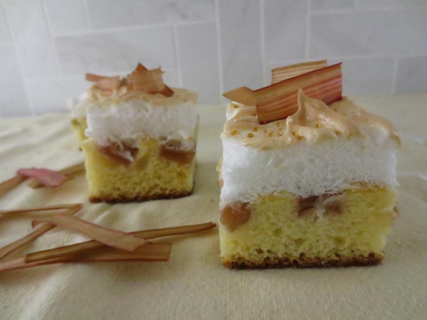 Prăjitura cu rubarbă şi bezea
