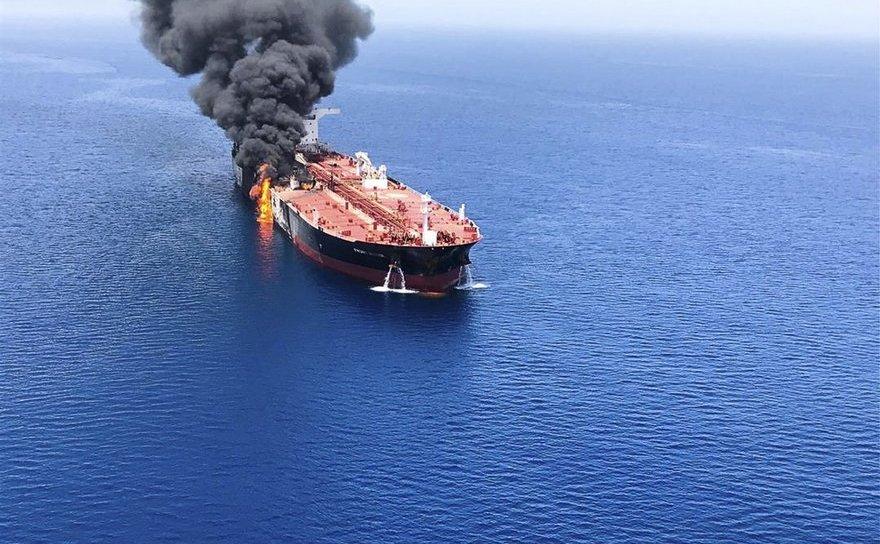 Petrolier cuprins de flăcări ȋn Marea Oman, 13 iunie 2019