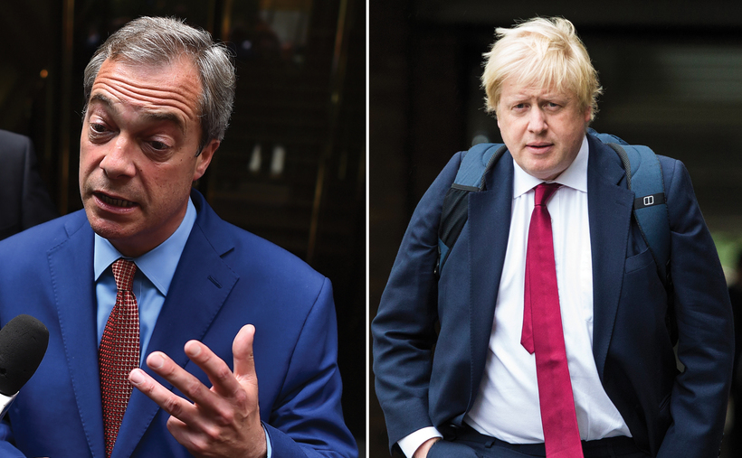 Nigel Farage (st) şi Boris Johnson