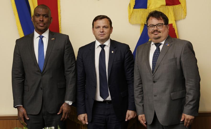 Dereck J.Hogan, Andrei Năstase şi Peter Michalko