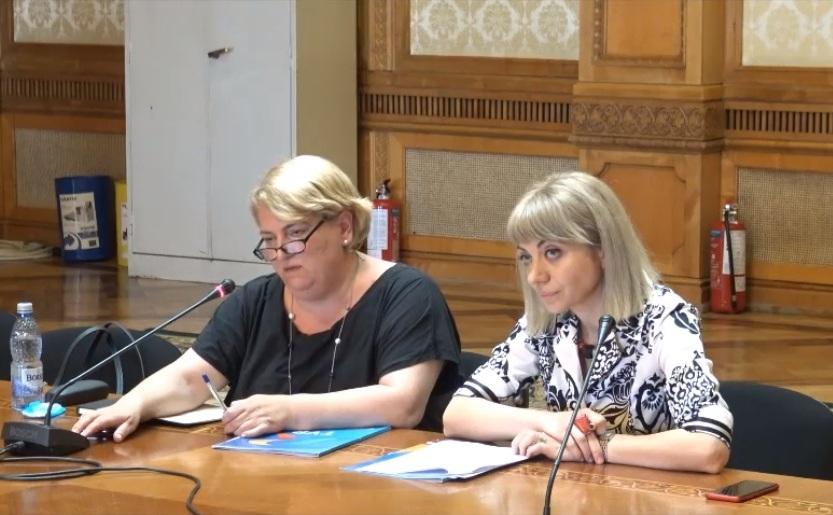 Doina Gradea (stanga), sefa TVR, chemata la audieri de catre Comisia pentru cultura din Camera Deputatilor.