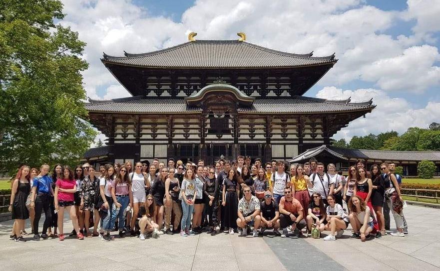 Copiii aflati in excursie in Japonia, au fost abandonati de organizatorul roman, pe aeroportul din Tokyo.