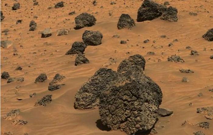Zgură vulcanică de pe Marte, similară cu cea din zonele vulcanice ale Pământului