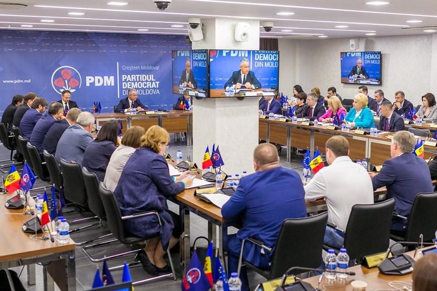 Стурза: Если Кишинёв примет закон о люстрации, Молдова останется без «элит»