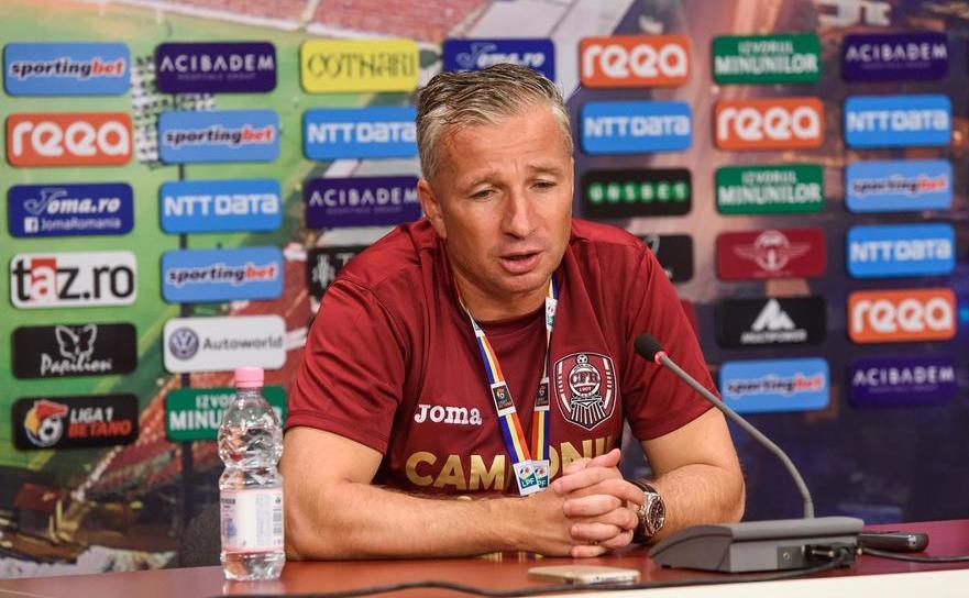 Antrenorul român Dan Petrescu.