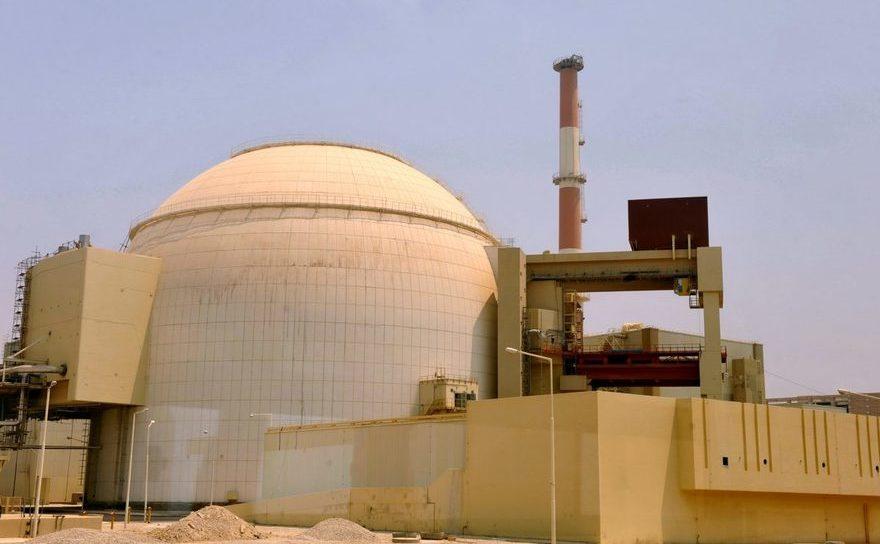 Clădire a centralei nucleare Bushehr din localitatea Bushehr, sudul Iranului