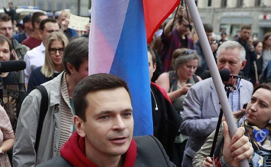 Ilia Iaşin la protestul din Moscova din 14 iulie 2019