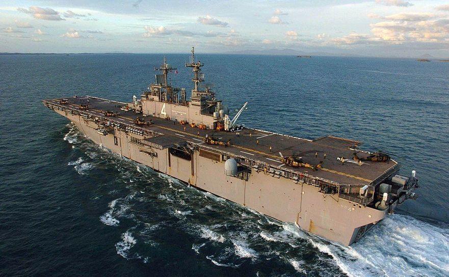 Nava americană de asalt USS Boxer