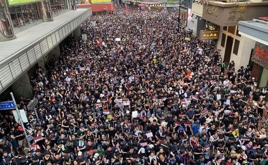 Demonstraţii masive în Hong Kong