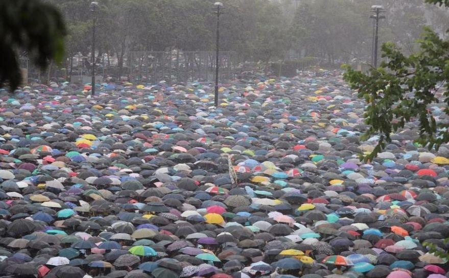 Protest paşnic în Hong Kong, peste 1,7 milioane de persoane iau parte