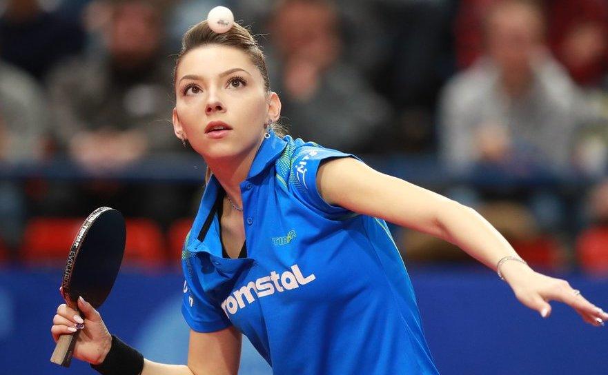 Jucătoarea română de tenis de masă Bernadette Szocs.
