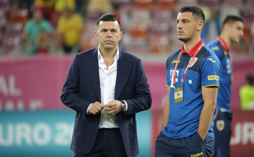 Selecţionerul naţionalei de fotbal a României, Cosmin Contra.
