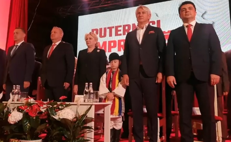 Presedinta social-democratilor Viorica Dancila si-a facuta aparitia in campanie electorala, la şedinţa organizaţiei PSD Alba, cu un copil de mână