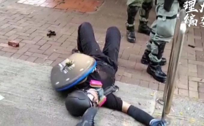 Elev împuşcat în piept de la 2 metri de către poliţia din Hong Kong, 1 octombrie 2019