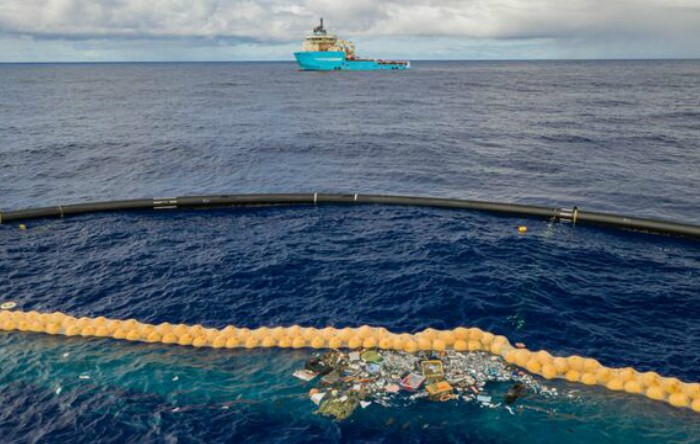 Plastic în ocean
