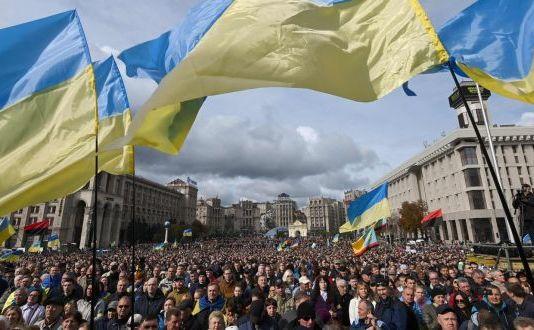 Proteste masive la Kiev, împotriva planului Zelenski de acordare a autonomiei în Donbas şi Lugansk