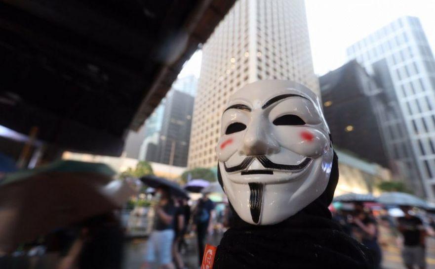 Legea împotriva maştilor faciale în Hong Kong generează proteste înverşunate