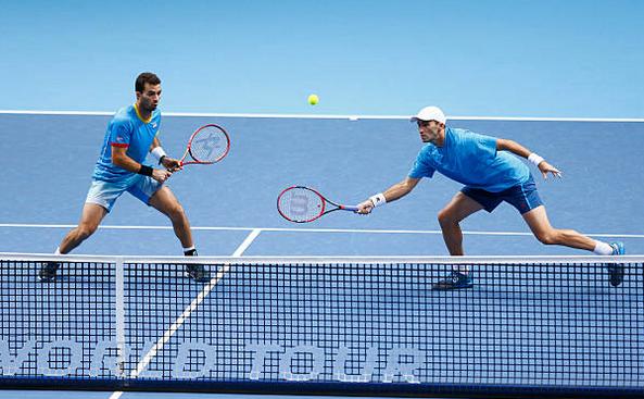 Tenismenul român Horia Tecău, împreună cu partenerul său de dublu Jean Julien Rojer.