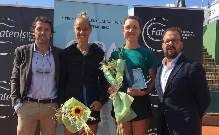 Tenismena Patricia Maria Ţig şi olandeza Arantxa Rus la turneul ITF de la Sevilia.