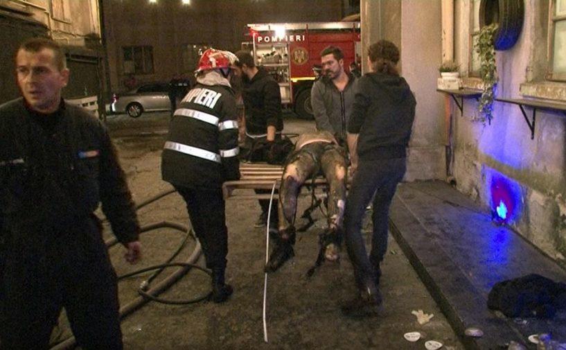 Trei civili, printre care şi Adrian Despot, şi doar un pompier cărând un rănit din Colectiv.