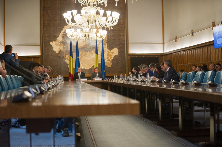 Presedintele Klaus Iohannis si premierul Ludovic Orban in sedinta de Guvern
